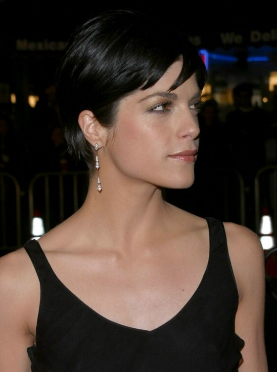 Selma Blair S Short Hair That Exhibits Her Eyes Jaw Line