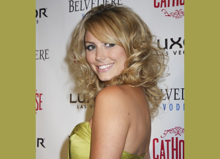 Side view of Stacy Keibler's curly hairstyle