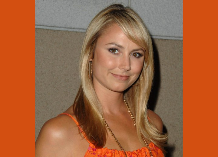 Long hairstyle with ends that flip - Stacy Keibler