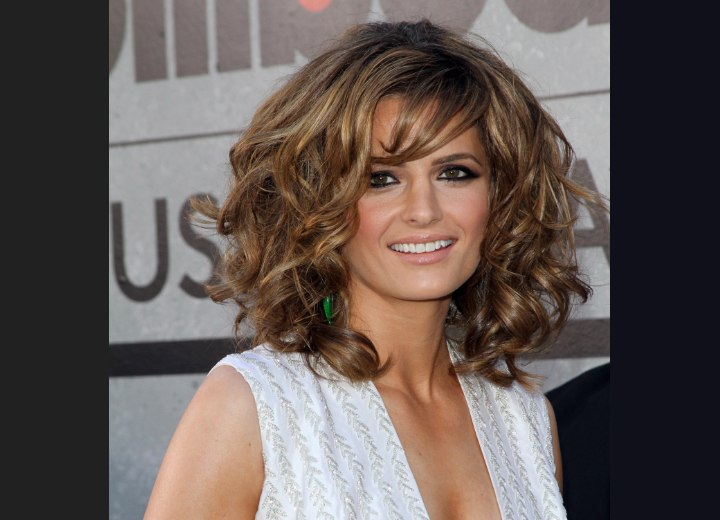 Mid length hair with chunky curls - Stana Katic
