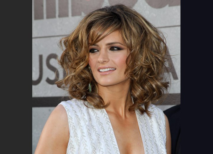 Curly hairstyle for medium long hair - Stana Katic