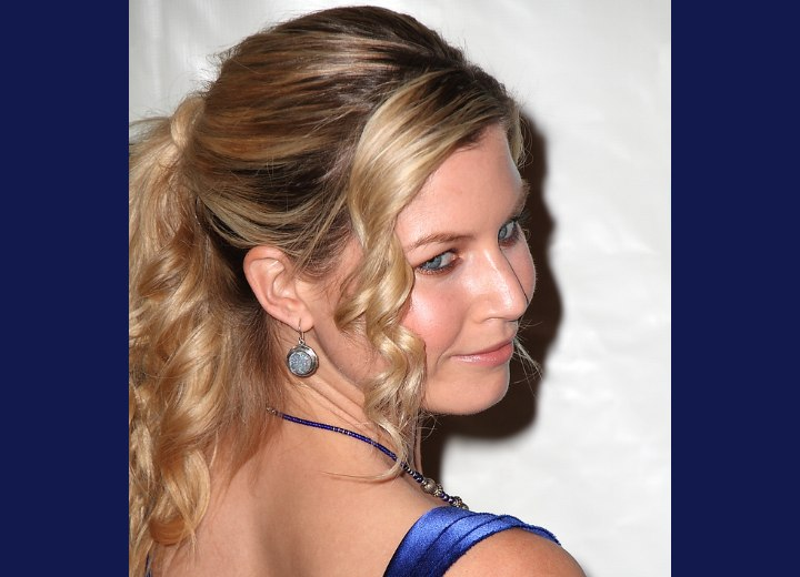Easy updo with curls - Stephanie Gatschet