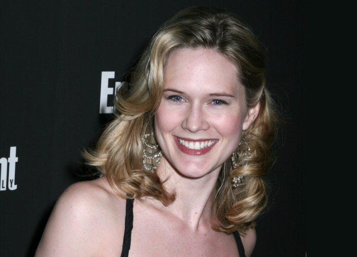 Simple hairstyle with curls - Stephanie March