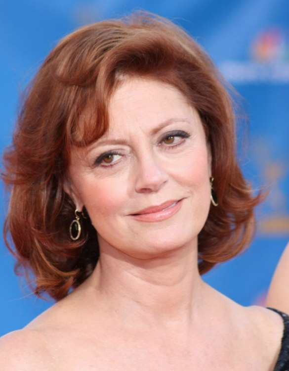 Redhead Susan Sarandon wearing her hair in layers with rounded curls
