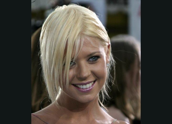 Hairstyle with a crooked part - Tara reid
