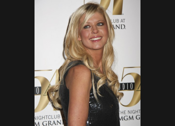 Hairstyle for a party look - Tara Reid