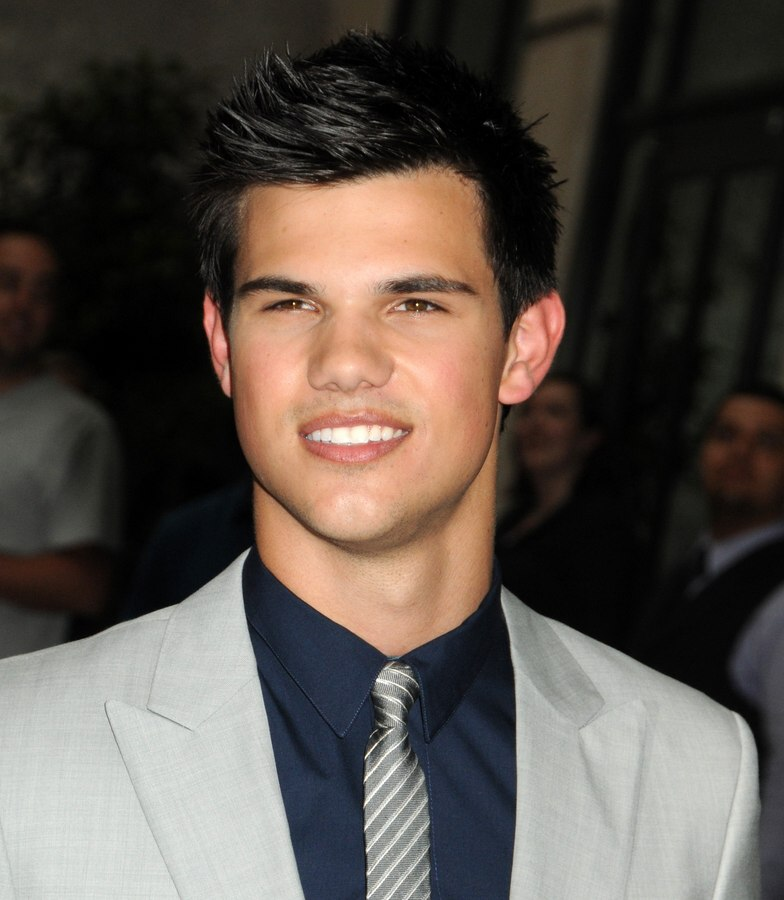 Taylor lautner with his hair cut around his ears taylor lautner male hairstyle with maturity urmus Image collections