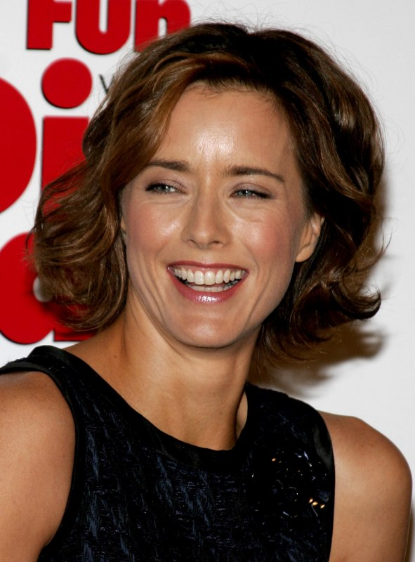 Pictures Of Hair Styles: Tea Leoni Wearing Her Hair Short At Chin Length With Curls