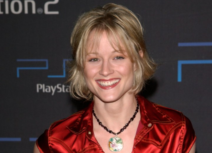 Teri Polo with a young above the collar haircut