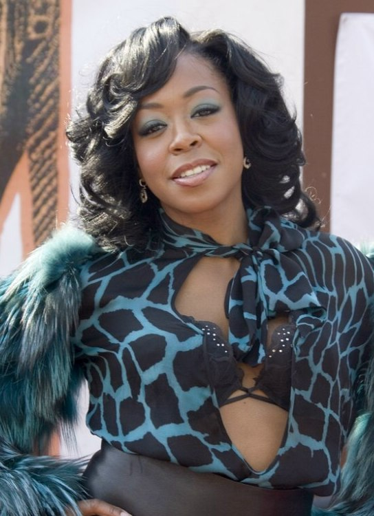 Tichina Arnold S Medium Long Hair With Big Curls And Cut