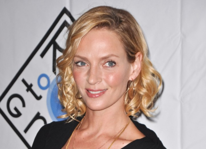 Medium hairstyle with curls - Uma Thurman