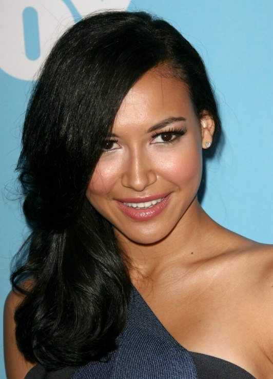 Naya Rivera S Uncomplicated Hairstyle With The Hair Brushed
