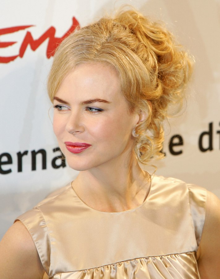 Nicole Kidman S Festive Updo Wit A Flavor Of The Early 60s