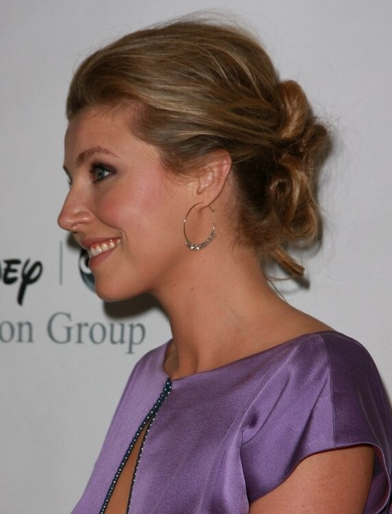 Sarah Chalke S Hair In An Updo With Volume At The Crown