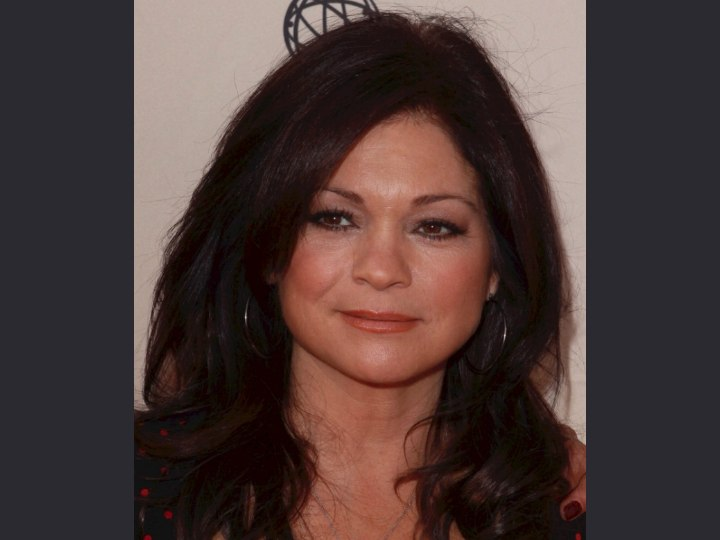 Hairstyle to look younger - Valerie Bertinelli
