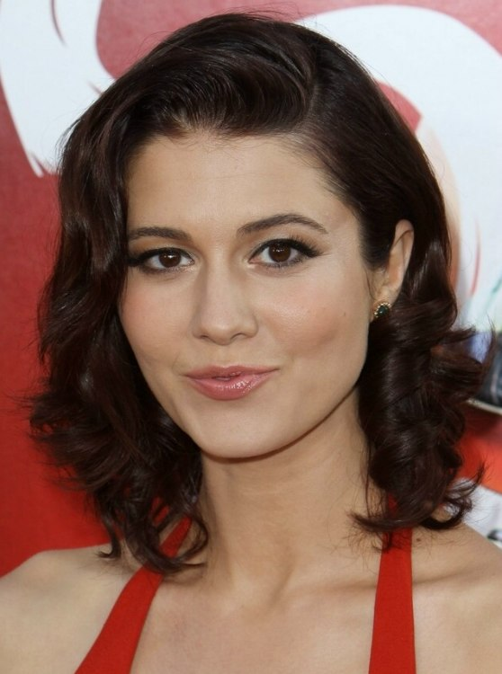 Brilliant Mary Elizabeth Winstead Medium 1950S Hairstyle With Waves And Curls Short Hairstyles For Black Women Fulllsitofus