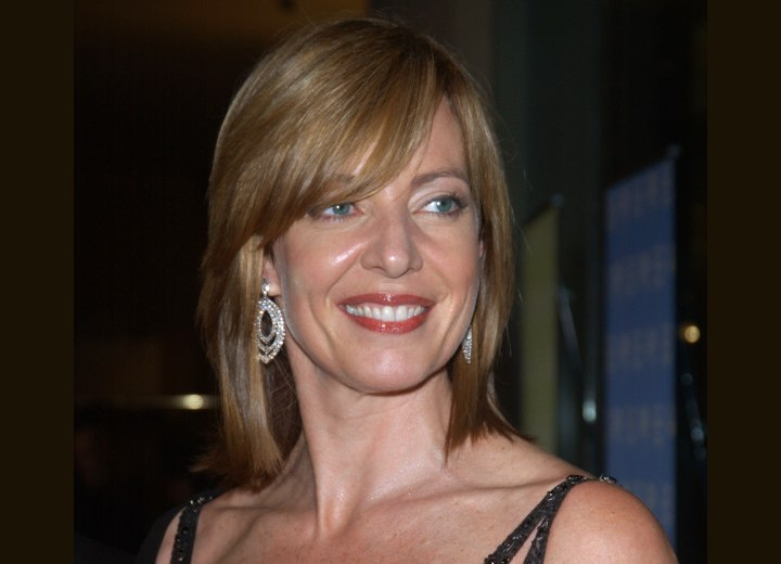 Young hairstyle for women aged over 40 - Allison Janney