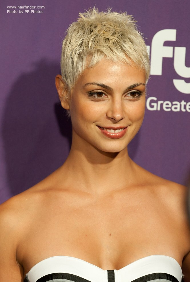 Morena Baccarin's new short blonde hair with darker tones at the scalp