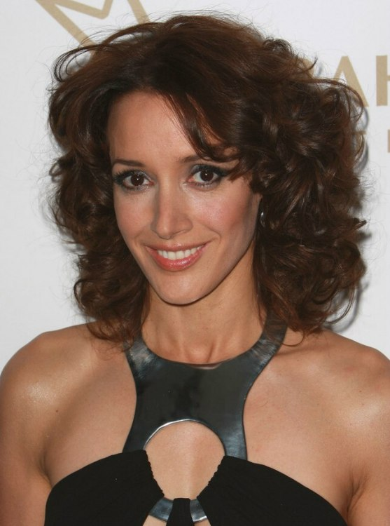 Jennifer Beals Wearing A Curly Shoulder Length Haircut