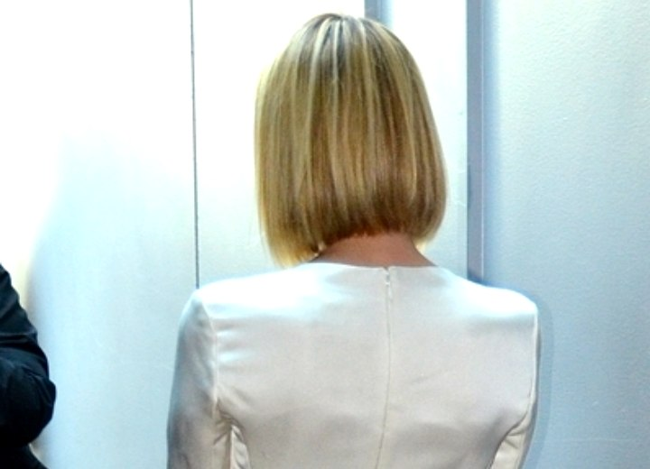 Back view of Emma Roberts bob haircut