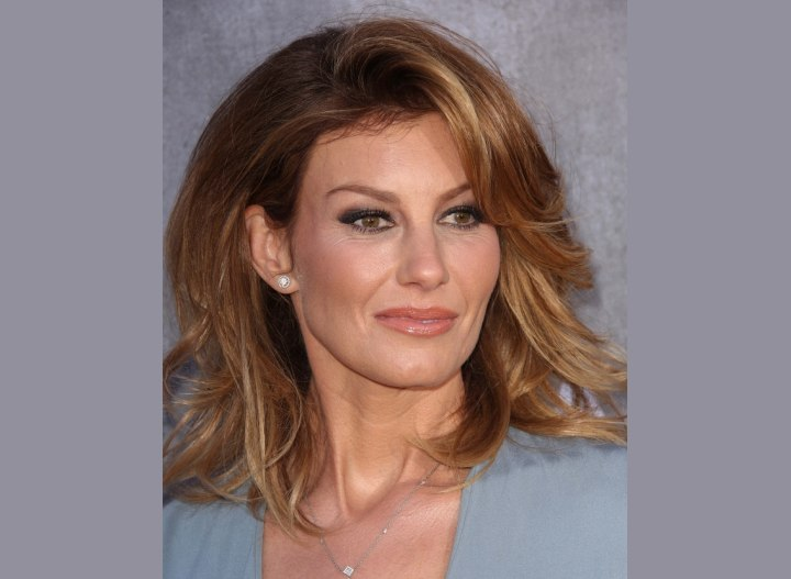 Faith Hill - Shoulder length hairstyle with volume
