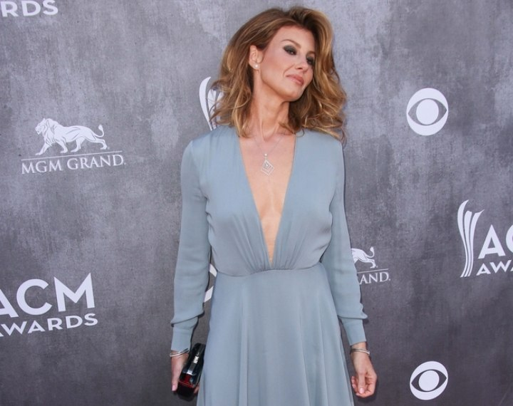 Faith Hill wearing a mint colored gown