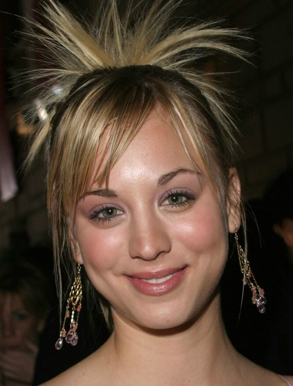 Kaley Cuoco Wearing Her Hair In A High Ponytail With Spays Of Hair
