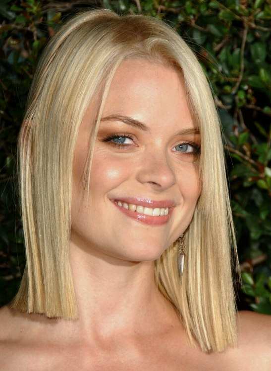 Jaime King With A Medium Blunt Haircut And Maggie