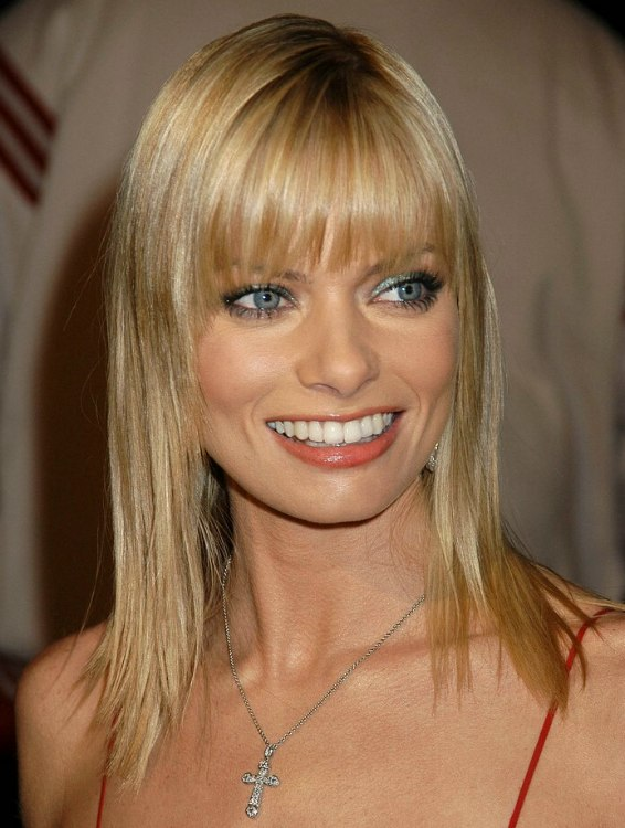 Jaime Pressly Wearing Her Hair Long With The Sides Cut