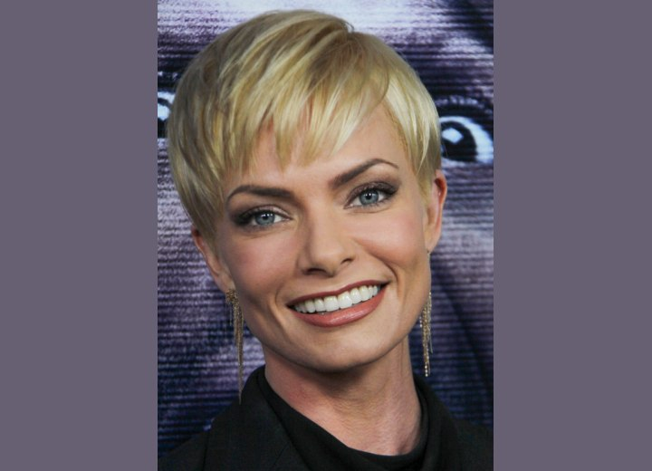 Jaime Pressly wearing her hair in a pixie