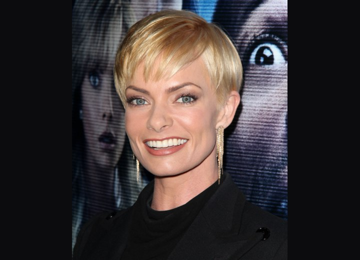 Jaime Pressly - Very short hairstyle with bangs