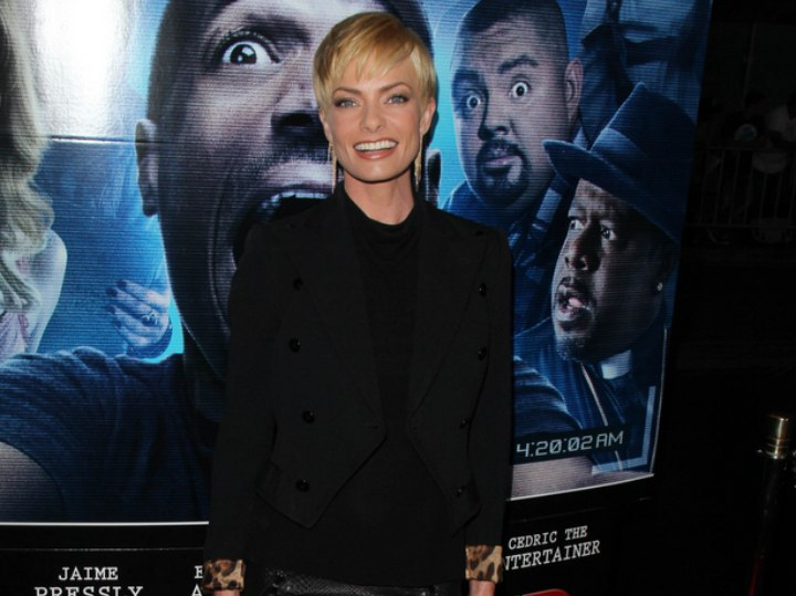 Jaime Pressly with black clothes and blonde hair