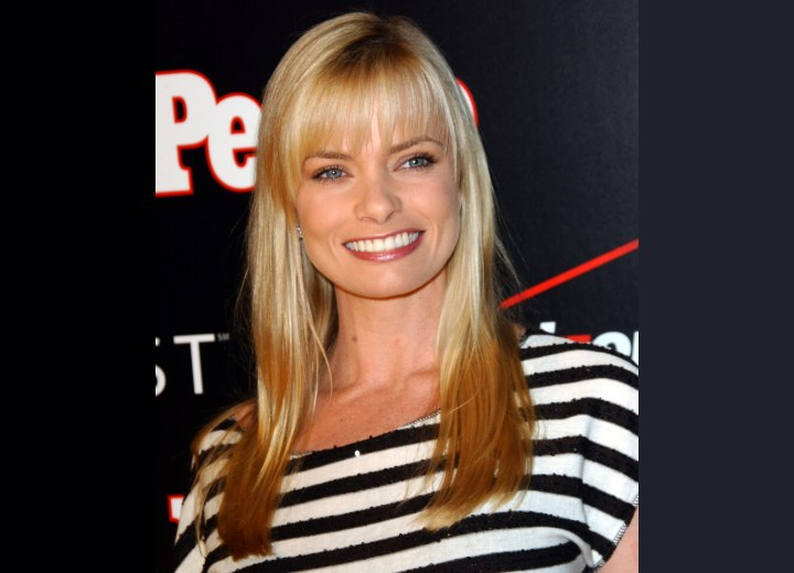 Jaime Pressly's hair coloring with darker slices
