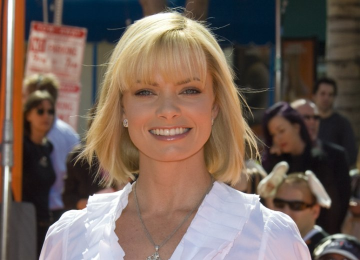 Jaime Pressly's hair that falls under naturally