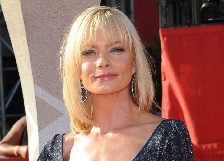 Hairstyle for a square face - Jaime Pressly