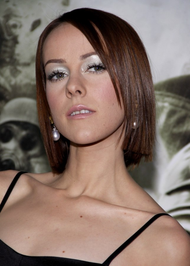 Jena Malone Wearing Her Neck Length Hair Flattened In An