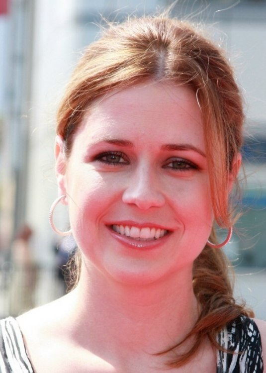 Jenna Fischer S Hair Secured In A Ponytail That Flips