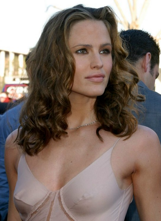 Jennifer Garner With Her Thick Long Hair Twisted On Spiral