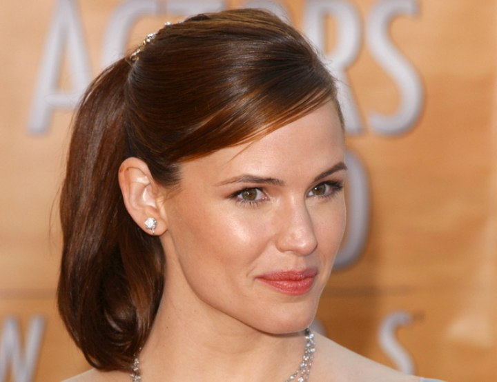 Jennifer Garner's simple upstyle with a ponytail