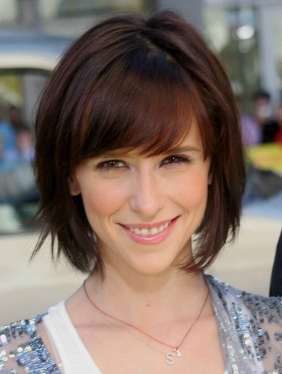 Jennifer Love Hewitt With A Short Bob And Curved Bangs Framing Her