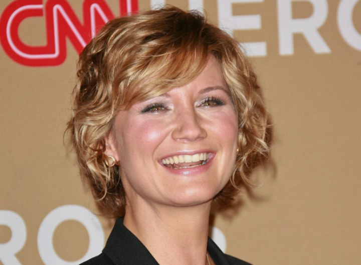 Jennifer Nettles short and collar cuffing hairstyle