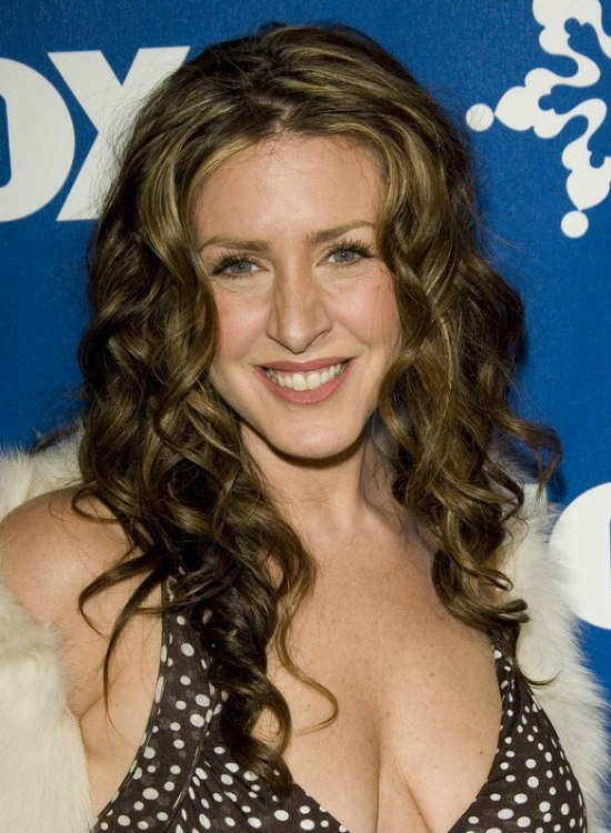 Joely Fisher with her hair in long irrugelar waves
