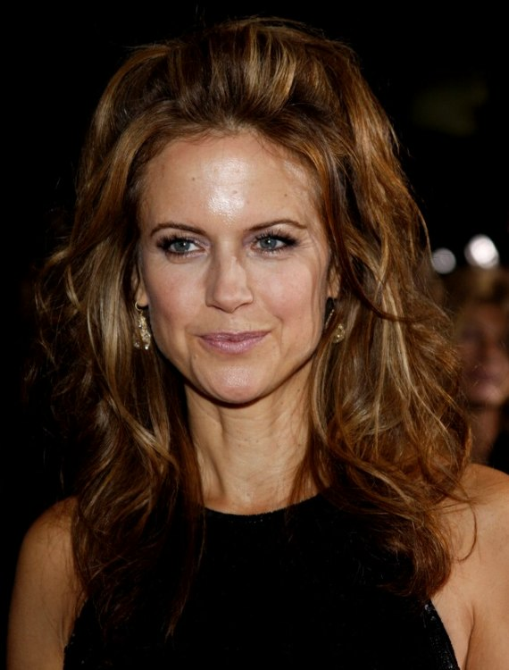 Kelly Preston S Long Jumbled Hair