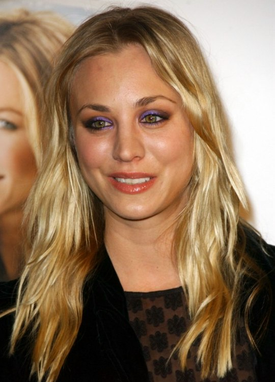 Kaley Cuoco Wearing Long And Nearly Straight Hair Styled By Hands