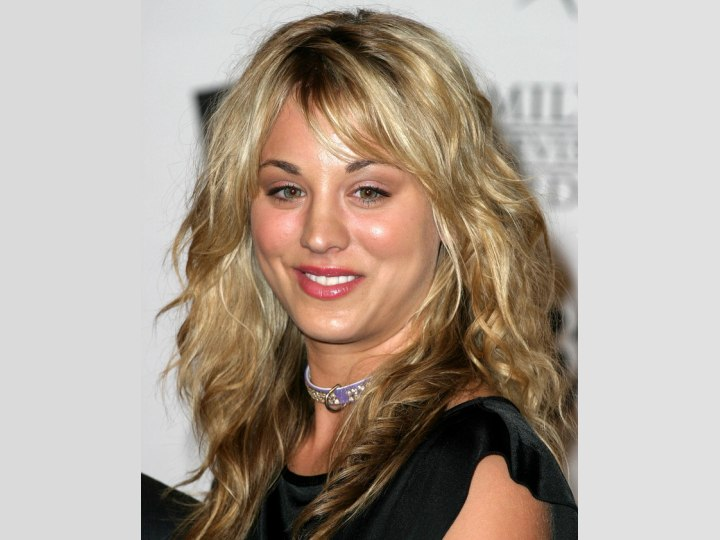 Just out of bed look for long hair - Kaley Cuoco