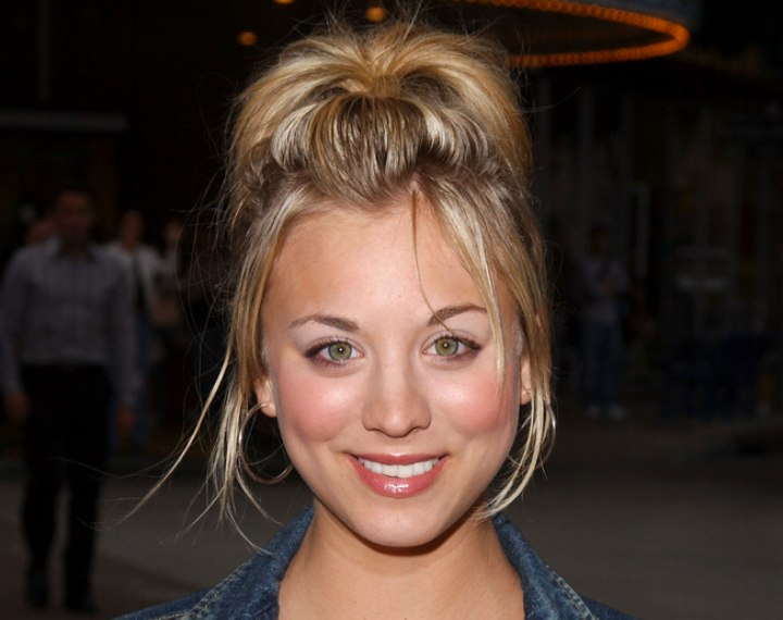 Quick and sporty look for hair - Kaley Cuoco