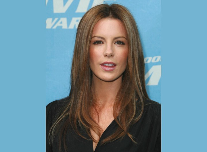 Long hair with texturing on the ends - Kate Beckinsale
