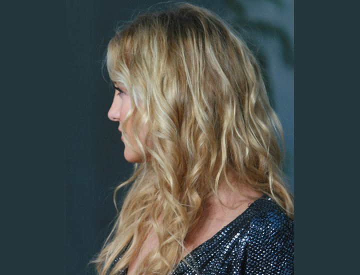 Side view of Kate Hudson's hairstyle