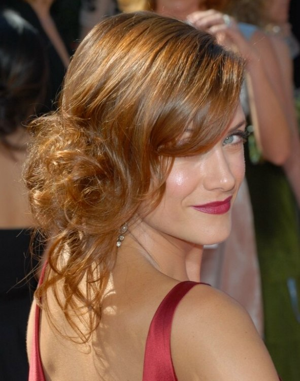 Kate Walsh With Her Hair In An Updo With Curls On One Side