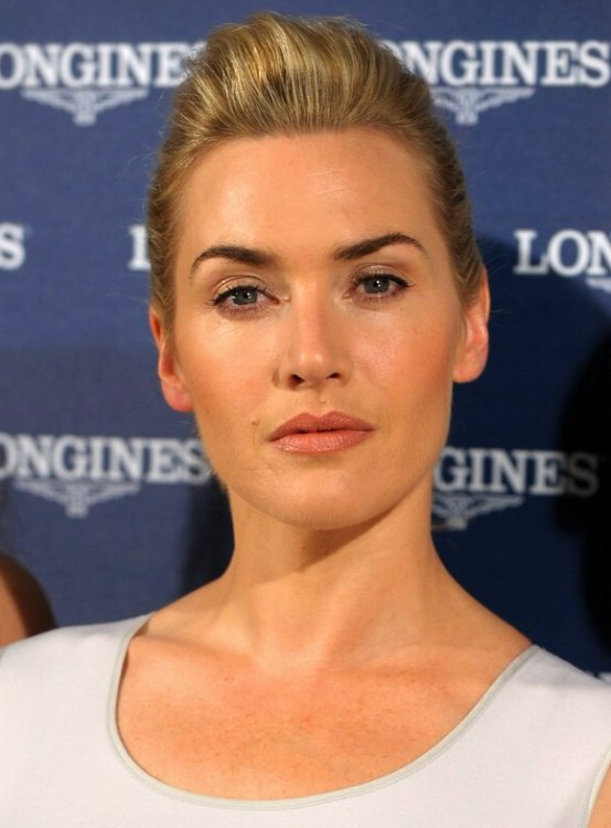 Kate Winslet S Simple Hairdo With A Short Ponytail And Poof